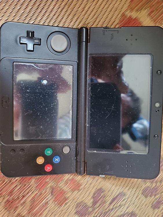 NEW 3DSブラック本体のみですの商品画像